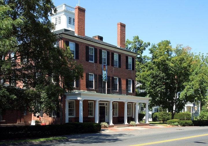 Miss_Porter's_School,_Farmington,_Connecticut.jpg